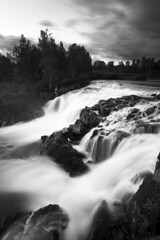 Munkforsen in Munkfors (- David Olsson -) Tags: longexposure sunset blackandwhite bw fall nature water monochrome june juni clouds river landscape mono nikon whitewater force power sundown sweden outdoor klarälven le grayscale fx grad powerful vr d800 watefall värmland 1635 2015 ndfilter blackglass 1635mm vattenfall gnd munkfors leefilters lenr davidolsson 06hard 1635vr littlestopper munkforsen