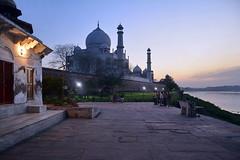India - Uttar Pradesh - Agra - Taj Mahal - 7 (asienman) Tags: india agra tajmahal asienmanphotography mausoleum tomb mughalarchitecture uttarpradesh unescoworldheritagesite muslimart