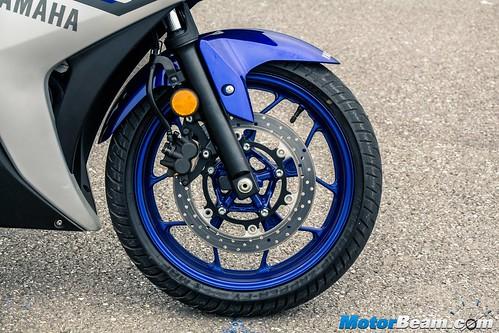 2015-Yamaha-R3-07