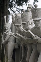 Pomnik na terenie jednostki w Komorowie (jacekbia) Tags: europa polska poland mazowsze ostrówmazowiecka komorowo jednostkawojskowa pomnik sculpture rzeźba koszary żołnierze canon 1100d