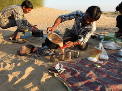 Tea Time (fzlxk) Tags: india chai tea lunch camping desert rajasthan delicious inde travel voyage asia asie travelphotography photographiedevoyage