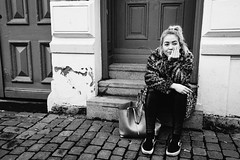 Girl waiting... (Panagiotis Vyrinis) Tags: 2016 blackandwhite bnw bw candid city cityscape contact cobbelstone day expression gatufoto gothenburg göteborg monoart monochrome noir december outdoor panagiotis vyrinis people rawstreet road sidewalk stare staring street streetphotography sweden sverige eye fujifilm fuji xpro2 fujinon xf23mmf2rwr girl waiting haga stairs door young bag coat leopard
