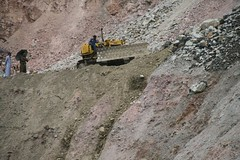 one of the most dangerous jobs (Lina Polmonari) Tags: workers operai landslide frana