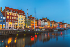 København (CROMEO) Tags: københavn copenhague dinamarka denmark north norte europe union colors houses home river boats pirate lights nigh blue azul hora hour cromeo cr city capital photo photography view point travel trip monument tourism turismo people