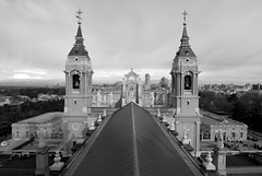 Madrid 2 (pjarc) Tags: europe europa spagna spain espana madrid cattedrale cathedral dellalmudena church cattolica catholic architecture architettura vista view december dicembre 2016 photo bw black white digital nikon dx tokina 1224mm