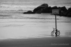 Itararé (Stefan Lambauer) Tags: itararé sãovicente bike bicicleta ilhaporchat praia beach danger plate stefanlambauer 2011 brasil pb bw brazil br