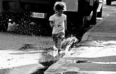 giocare con l'acqua (enricoerriko) Tags: nyc italien red italy streetart paris green love colors yellow graffiti la us italia peace estate gente photos moscow beijing mercado amour posters iloveyou ra murales mercato sidney italie marche scarpe bua lomdon muri bicicletta commercio lemarche sabato scritte camberra tiamo blù casepopolari civitanovamarche portocivitanova vendere settimanale comprare marchè weeklymarket citanò sanmarone erriko civitanovese abbigliamente enricoerriko amoursurlesmurs