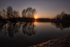 un Po di sole (mat56.) Tags: trees sunset sky sun water alberi reflections river landscapes tramonto fiume atmosphere cielo po antonio sole acqua riflessi paesaggi atmosfera lombardia lodi pianura lodigiano padana sennalodigiana cortesantandrea mat56 romei