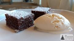 Jazz & Dine: Schokoladen-Brownies mit Caramelsauce & Bratapfeleis