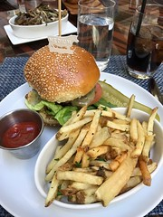 Typical all American 🍔🍟 but at an extra price , and 🍴with a stunning view. #TrumpInternationalHotel #WashingtonDC (Travel Galleries) Tags: trumpinternationalhotel washingtondc