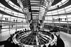 Kuppel im Reichstagsgebäude (Lilongwe2007) Tags: berlin deutschland bundestag reichstagsgebäude glas kuppel fenster menschen schwarz weis architektur moderne