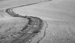 Agricultural road (hbothmann) Tags: cretesenesi toskana tuscany toscana agriculturalroad road weg feldweg wirtschaftsweg sonnar13518za viottolodicampagna chemindeterre cheminàtraverschamps caminorural caminhodeterra carreiro a sonnart18135 nature carlzeiss