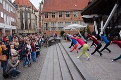 Flustcke015 - -_MG_8679 (thomesy) Tags: deutschland europa kunst tanz nordrheinwestfalen mnster mnsterland stadtbcherei deugermany nrwnordrheinwestfalen srasenkunst flurstcke015 chelyabinskcontemporarydancetheater miniaturesformuenster