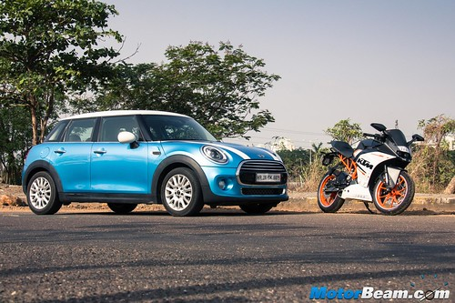 KTM-RC-390-vs-MINI-Cooper-08