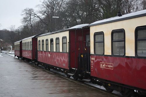Molli: Personenzuggarnitur am Bahnsteig in Bad Doberan