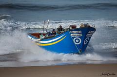Touch down (JOAO DE BARROS) Tags: nautical maritime boat fishermen beach joão barros fontedatelha