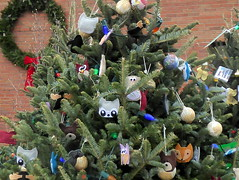 Woodland creatures on a Christmas Tree (yooperann) Tags: christmas holiday tree city civic owls kittens fox library chicago