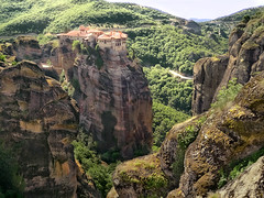 Monasteries and Stones (Don César) Tags: meteora greece grecia europa europe monasterio rocks cliffs acantilados orilla cima top green verde classic