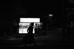 (Claudio Blanc) Tags: street streetphotography silueta silhouette silhoutte fotografíacallejera fotografianocturna night noche nocturna argentina bw bn blackandwhite blancoynegro