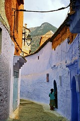 Blue for a fan (of blue) - Dedicate to Chris (Dlirante bestiole [la posie des goupils]) Tags: street city blue chris dedication frenchpoetry morocco maroc ruelle chefchaouen