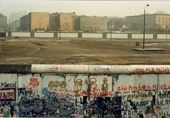 Berlin Wall, January 1989 (Helen Morgan) Tags: berlin germany berlinwall scanned nomansland mauer berlinermauer 198889trip