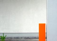 minimal with green (artelisa) Tags: urban orange color art topf25 lines germany grey fv5 minimal un fv10 ongrey weeklysurvivor artelisa wilhelmshaven weeklyblog8 300807 netomer12
