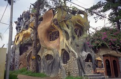 the Crazy House (upyernoz) Tags: vietnam dalat crazyhouse hangngaguesthouse