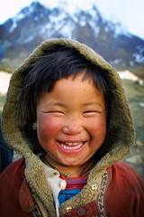 smile in mountain - asia travel smile child mustang phitar muktinath cold annapurna nepal unicef 2002