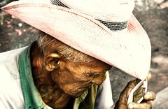Caroreño (Ram!) Tags: viejo oldman sombrero had hombre man portrait canon eos 20d sentado dia light wow ramfotografia