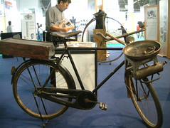 EICMA'05 - Hot chestnuts (Snazzo) Tags: 2005 eicma snazzo bike bicycle chestnut