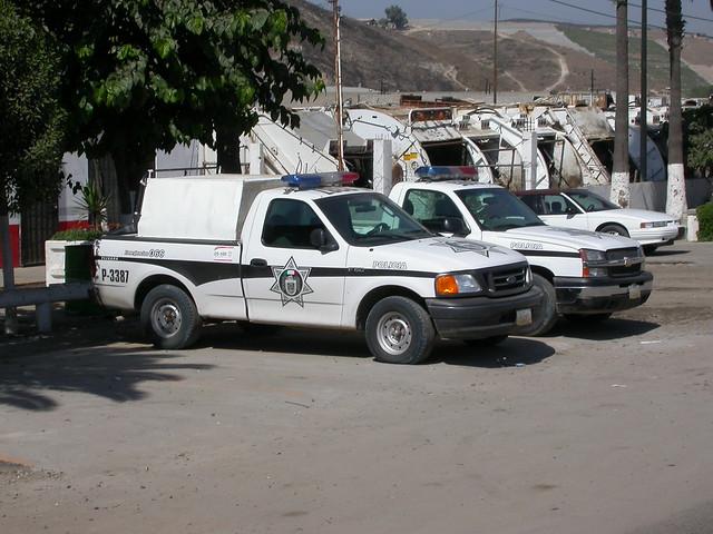 mexico baja bajacalifornia police lagloria ford f150 chevy chevrolet silverado pickup truck