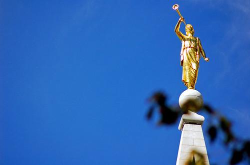 Angel Moroni statue