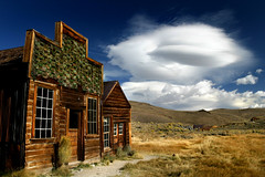 Bodie housefront (Sara Heinrichs (awfulsara)) Tags: sky cloud abandoned goodness yum tips ghosttown bodie lenticular topf400 canon1740f4l utatafeature cmpro