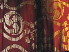 Noh robe • 能装束 (birdfarm) Tags: red freeassociation japan tokyo textile badge noh 日本 東京 tokyonationalmuseum 東京国立博物館 能 能装束 土蜘蛛