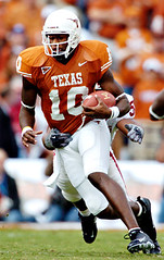 Texas-OU-2 (Brian Ray) Tags: vince young heisman trophy vinceyoung heismantrophy quarterback texas longhorns texaslonghorns longhorn football texasfootball ut university universityoftexasataustin universityoftexas austin dallas cotton bowl cottonbowl red river shootout rivalry redrivershootout redriverrivalry pigskin game footballgame rush rushing pass offense defense touchdown