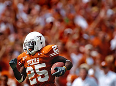 Texas-OU-4 (Brian Ray) Tags: jamaal charles running back tailback jamaalcharles runningback texas longhorns texaslonghorns longhorn football texasfootball ut university universityoftexasataustin universityoftexas austin dallas cotton bowl cottonbowl red river shootout rivalry redrivershootout redriverrivalry pigskin game footballgame rush rushing pass offense defense touchdown