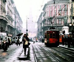 Scatto di strada a Milano, dicembre 2004 (odei) Tags: city urban internationalexpositionplaces milan topv555 topv333 milano topv444 tram ciudad topv666 citt miln numerouno tranva milanouelwpotw mwpotw