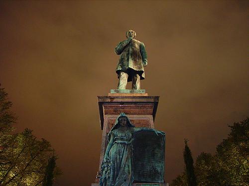 Estatua de Runeberg