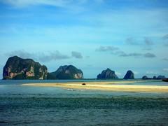 Small Islands at Trang, Thailand (_takau99) Tags: thailand trang beach amari resort takau99 2005 september changlang     sky  travel hotel amarihotel landscape sea ocean topv111 trip vacation water andamansea indianocean asia southeastasia andaman topv222 topv333 topv444 topv555 group10 topv666 holiday nikon coolpix s1 marine thai indian topv777 topv888 topv999 topv1111 tropical