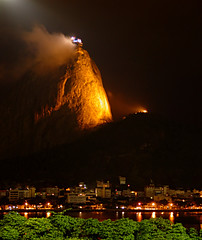 Po de Acar: Noturna [Sugar Loaf by Night] (Jim Skea) Tags: brazil brasil riodejaneiro nightshot saveme2 deleteme10 noturna sugarloaf podeacar sonydscf717 urca enseadadebotafogo jimsk