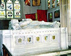 Bury/St Mary's: Sir William Carew (Lanterna) Tags: england sculpture monument bury suffolk memorial military tomb carving historic stmaryschurch lanterna carew effigy burystedmunds suffolkregiment tumbasreales sirwilliamcarew