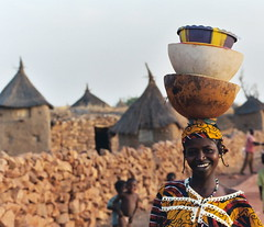 Mali - Area of Dogon. Village of Songha (hjfklein) Tags: africa color smile klein mali dogon whois fpc womanatwork supershot photographyrocks leicar7 unaltraperlanera anotherblackpearl ibeauty superbmasterpiece ysplix flickrelite jalalspagespeoplesalbum platinumheartaward theperfectphotographer happinessconservancy rubyphotographer hjfklein