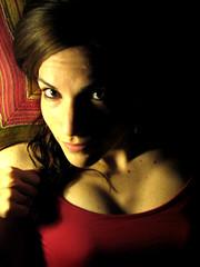 ...hablando de amistad (..dri..) Tags: portrait luz rojo friendship retrato adriana claudia monterrey amistad