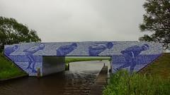 Elfstedenmonument Tegeltjesbrug Canterlanswei, Gytsjerk, Nederland (Walter van Ooijen) Tags: holland water netherlands dutch outdoor sony sigma friesland bruggetje elfstedentocht nedeland a65 gytsjerk tegeltjesbrug