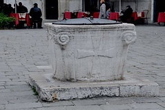 The Well of Venice (faungg's photos) Tags: street old city travel venice urban italy stone architecture europe scene well historical 城市 旅游 remain 街景 欧洲 意大利 威尼斯 水井 travelon5photosaday