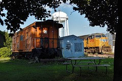 UP 4705 Rochelle Diamond Lodge Caboose Water Tower 6/27/15 (Poker2662) Tags: tower water up lodge caboose diamond rochelle 4705 62715
