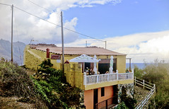 El Mirador_9651-3 (kurbeltreter20) Tags: taganaga benijo playadebenijo tenerife teneriffa spain roquedebenijo roquederapadura puntadeldraguillo anaga coastline beach ocean sky blue