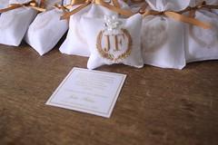 Lembrancinhas para o batizado do João Fábio: Sachês bordado, com mini tercinho e embalados em saquinhos de organdi. (Mimos Art - Para mamães e noivas) Tags: lembrancinhabatizado lembrancinhasofisticada sachêbordado lembrancinhamenino bege minilivrinhodeoração convitebatizado