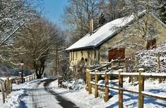 ~~ Sous la neige ...~~ (Joélisa) Tags: janvier2017 neige snow hiver winter ferme farm glay 25 chemin path camino barrières