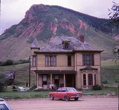 Silverton, Colorado - August 1981 (Stabbur's Master) Tags: victorianarchitecture victorianhouse victorians colorado milliondollarhighway silvertoncolorado westernusa westernus west americanwest